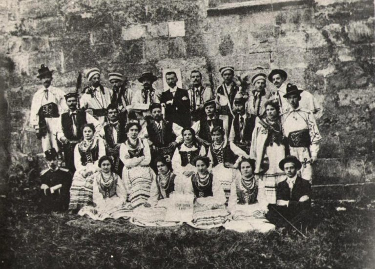 Teatralna grupa rzemieślników miechowskich w r. 1903